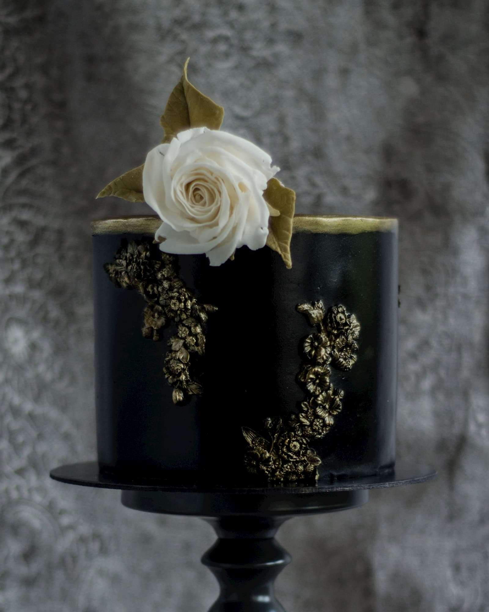 Roseraé Cakes Black and Gold